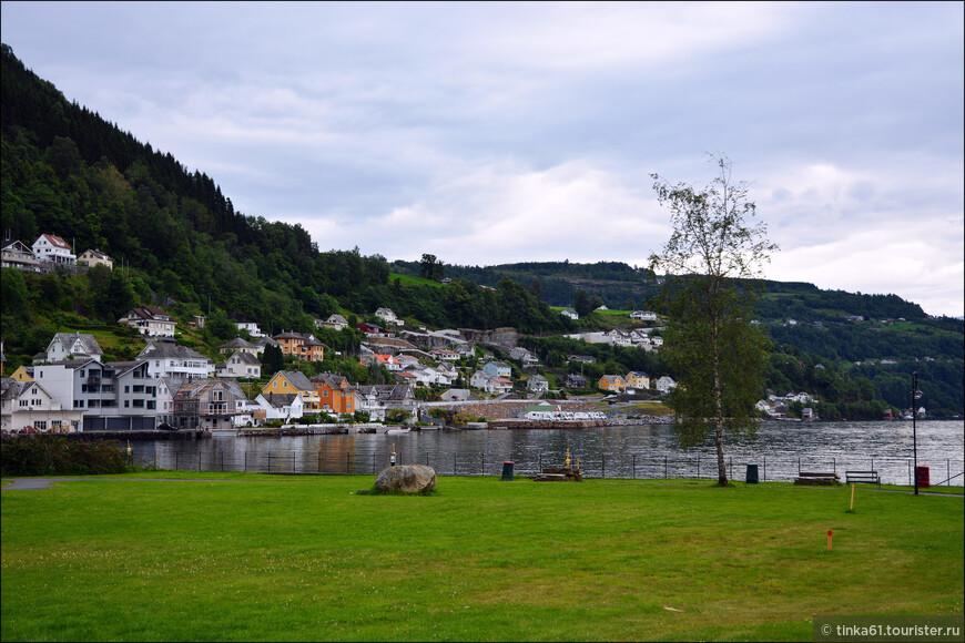 На берегу  Хардангерфьорда у нас была первая ночевка в Норвегии.