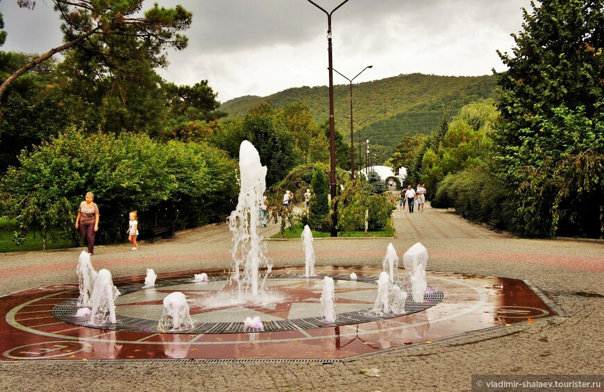 Пешеходный фонтан «Компас».