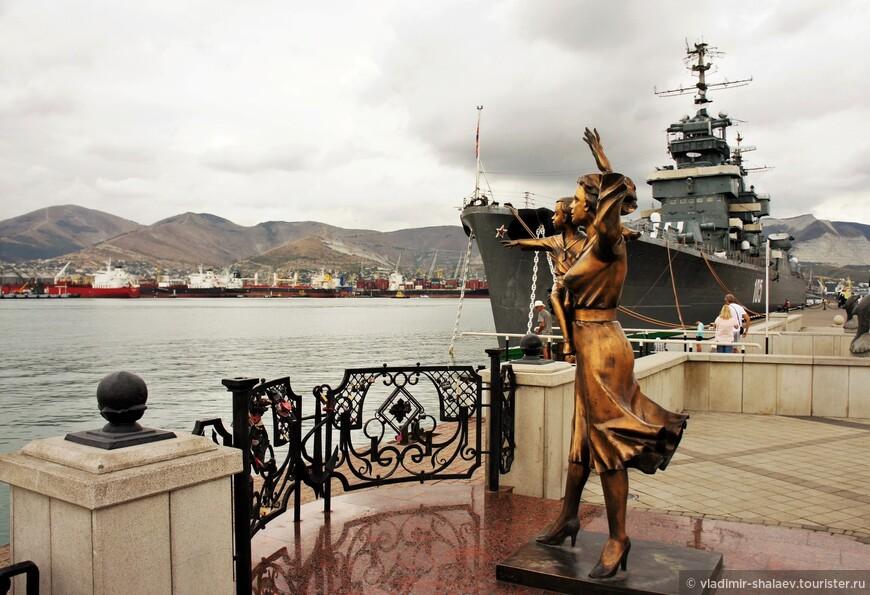 """Скульптура """"Жене моряка""""."""