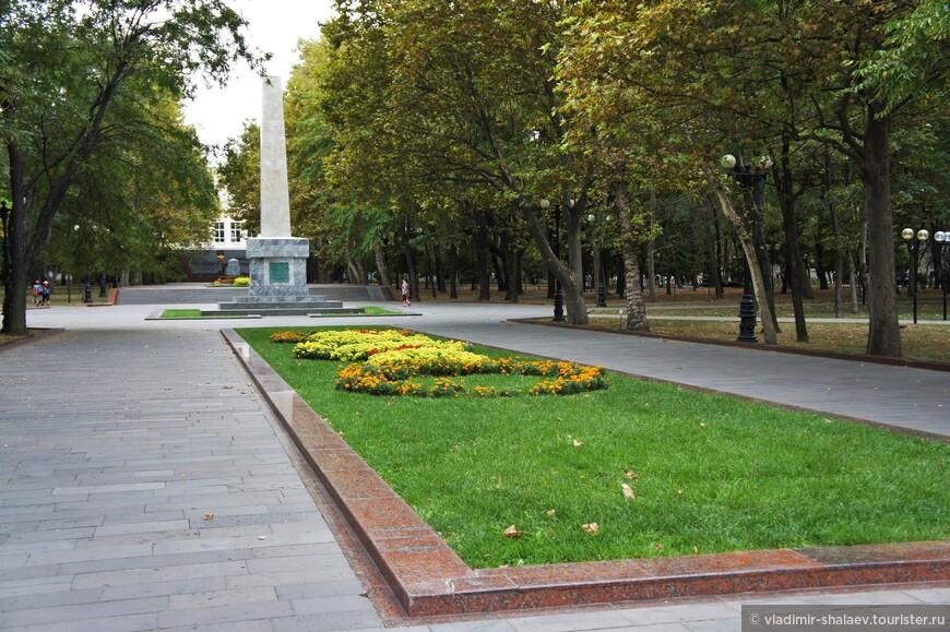 Обелиск в честь 20-й годовщины освобождения Новороссийска от белогвардейцев и интервентов.