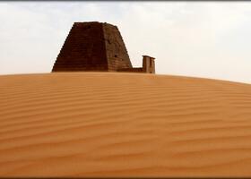 Портал в другой мир или детали пирамид Мероэ