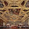 Здесь все самое большок: - самый большой зал Европы без единой опоры - самая большая картина в мире.