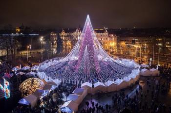 Самая красивая рождественская ель Европы – в Вильнюсе, самая скандальная – в Риме