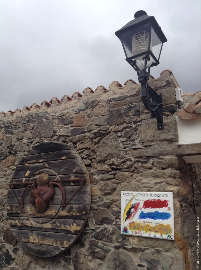 Эту деревушку полюбили художники, и не мудрено! Здесь своя картинная галерея, да и сами домики - как с картинки...