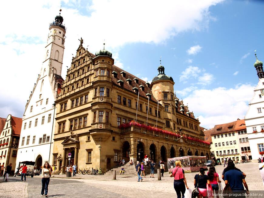 Как и во всех средневековых городах - центром был рынок, откуда и пошло название всех центральных площадей в немецких городах - Маркплтац