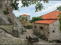 Живописные руины Старого Бара