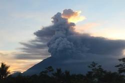 МИД РФ предупредил о сбоях в работе аэропортов в Индонезии из-за извержения вулкана
