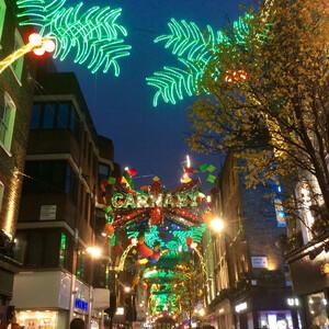 Рождественские уличные иллюминации в Лондоне.