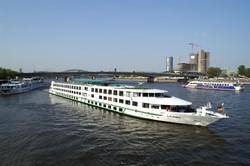 В Германии круизное судно врезалось в опору моста, 27 пострадавших