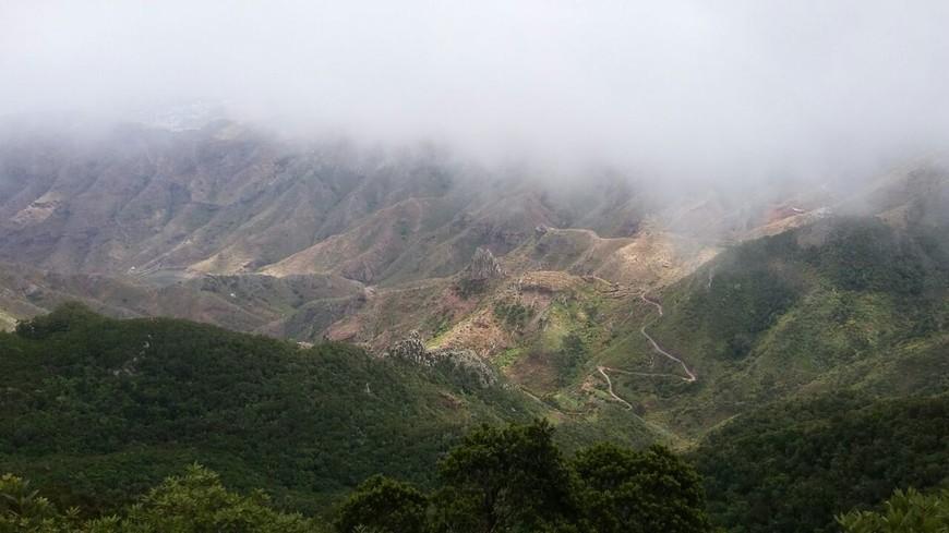 Тенерифе - это горы и петляющие тропки.