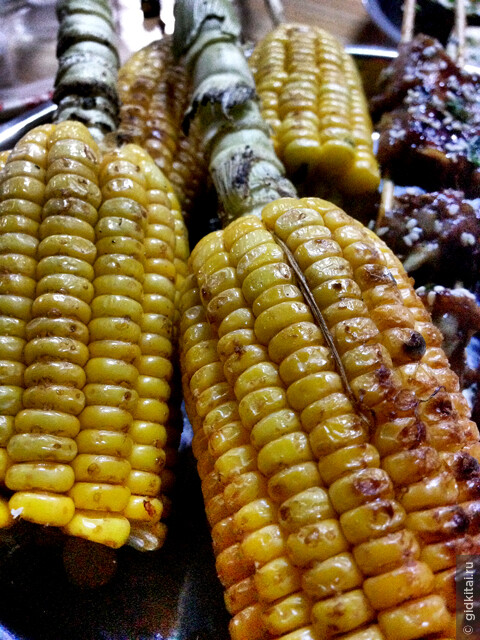 приготовить на углях могут все - кукуруза не исключение