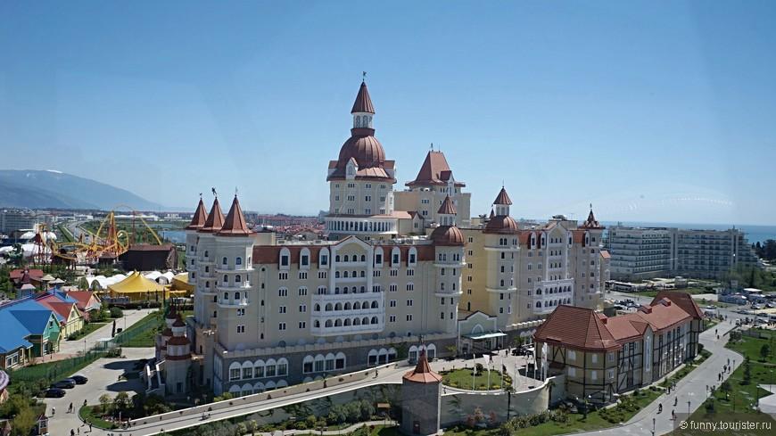 Отель-замок «Богатырь» — легендарное место. Комплекс состоит из главного здания и дополнительного — Рыцарского корпуса.