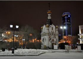 Площадь Труда с часовней Святой Екатерины и наш любимый небоскрёб «Высоцкий».