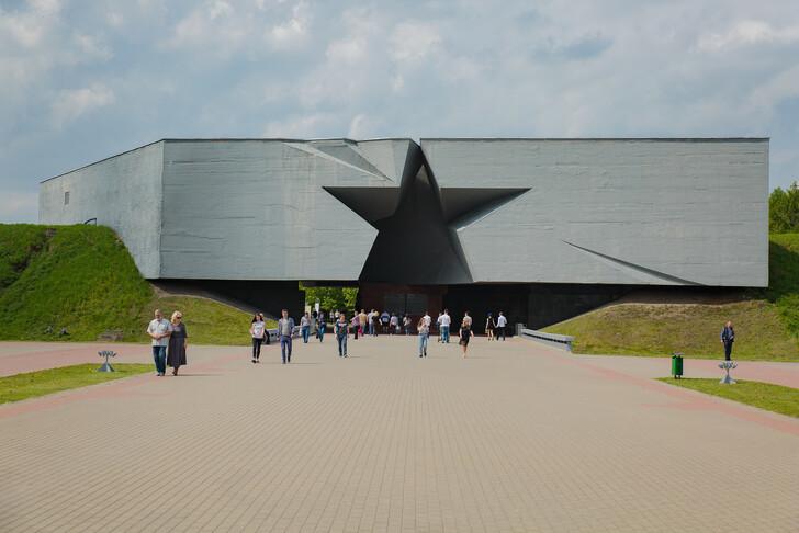 Главный вход в Брестскую крепость ©  Надежда Матюнина