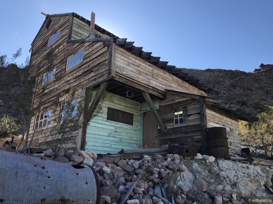 Золотой рудник Techatticup Mine - этот рудник был открыт в 1857 году в каньон Эльдорадо, и по праву считается самым старым, самым знаменитым и самым богатым золотым рудником штата.