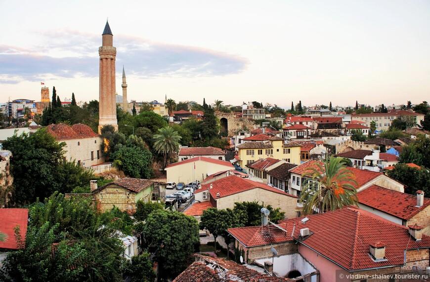 Вид на старый город со смотровой площадки.