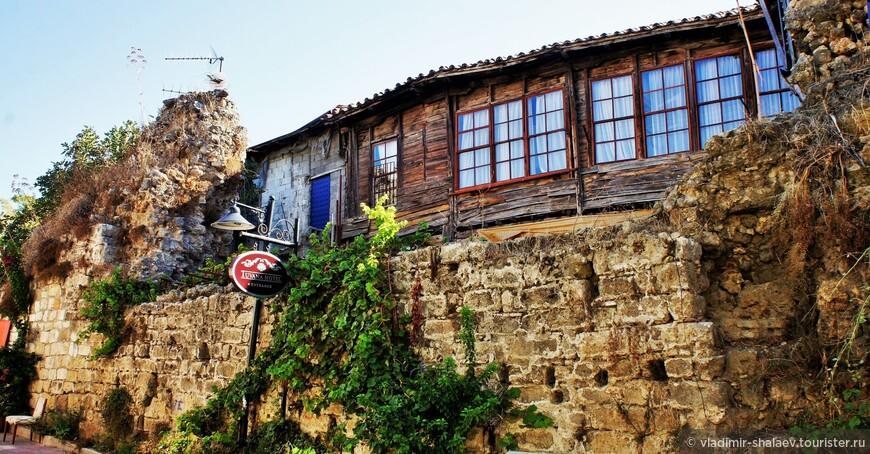 Древние стены старого города.