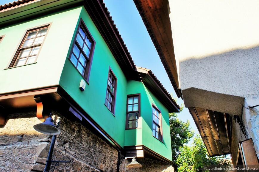 """Большинство зданий в Калеичи после реставрации выглядят слишком новыми для """"старого"""" города."""