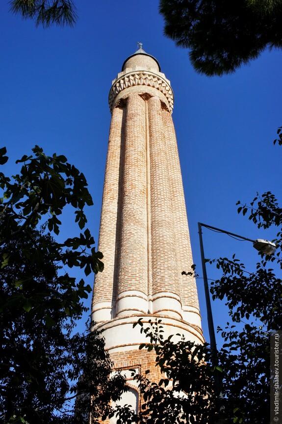 Минарет мечети Текели Мехмет Паши был построен в XVIII столетии и является весьма выразительной достопримечательностью Калеичи.