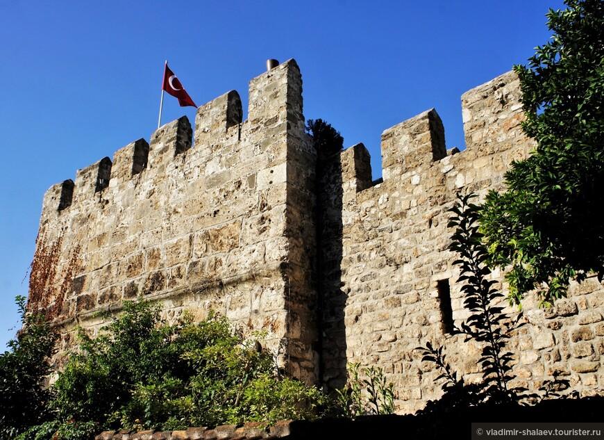 Стены древней крепости.