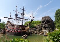 Пиратский галеон в Парижском Диснейленде (Adventureland)