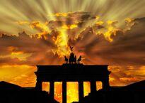 brandenburger-tor-dusk-dawn-twilight-64278.jpeg