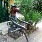Памятник «Конь в пальто»