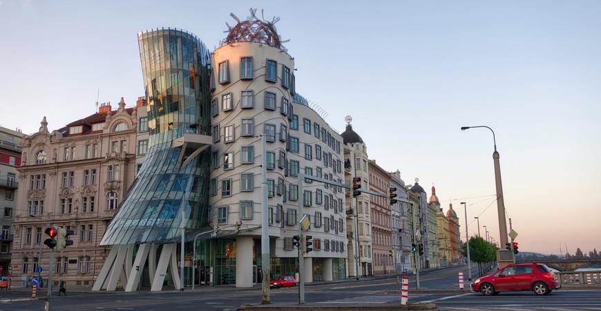 Танцующий дом в Праге (Tančící dům)