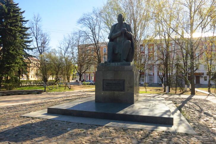 Памятник М. Е. Салтыкову-Щедрину, Тверь © Сергей Махинин