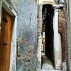 А вот она и самая узкая улица в Венеции.