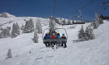 В Австрии спасатели сняли более 100 лыжников со сломавшегося подъемника