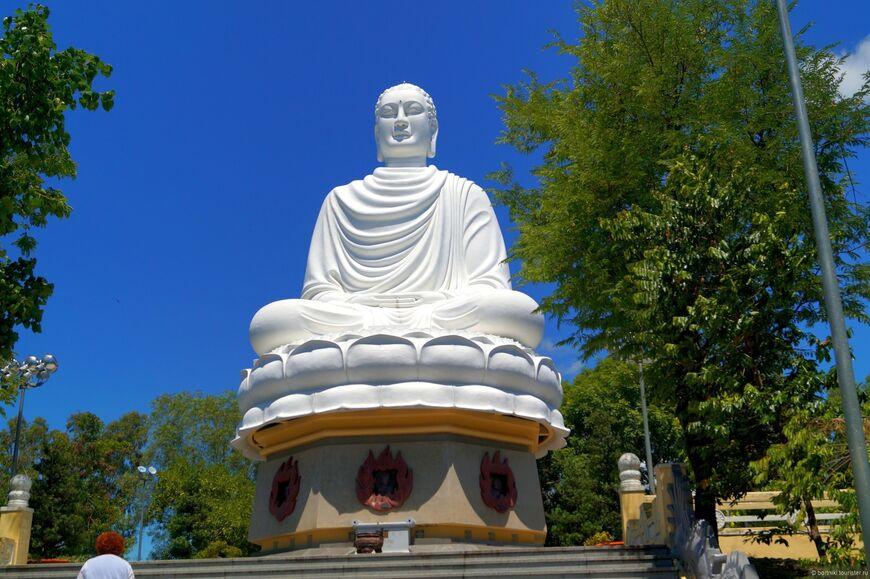 Пагода Лонг Шон в Нячанге - главный храм Будды