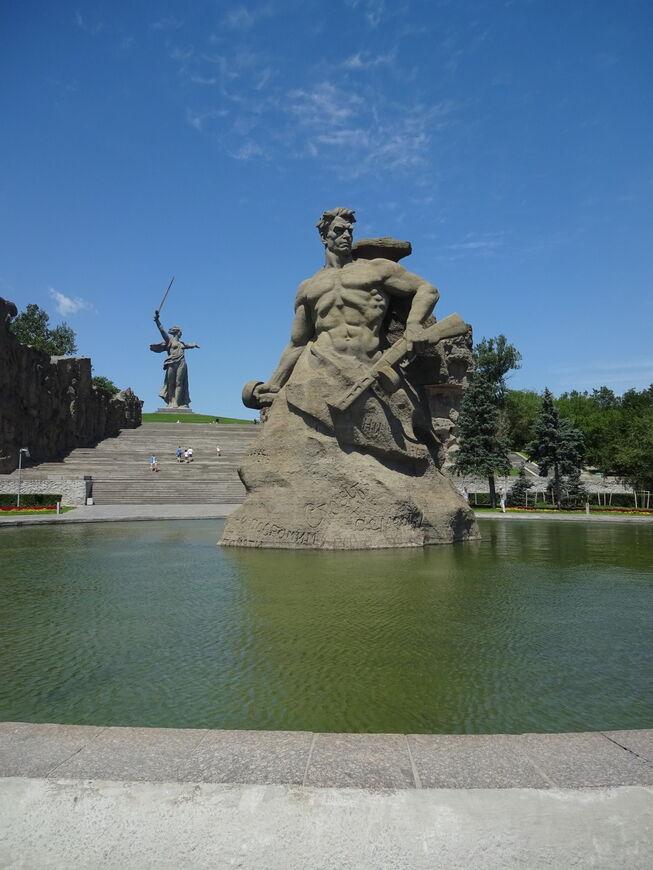 Мамаев курган, Волгоград. Адрес, фото 2019, официальный ... мамаев курган на карте волгограда