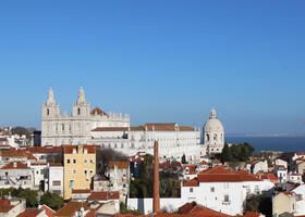 Лиссабон город на холмах
