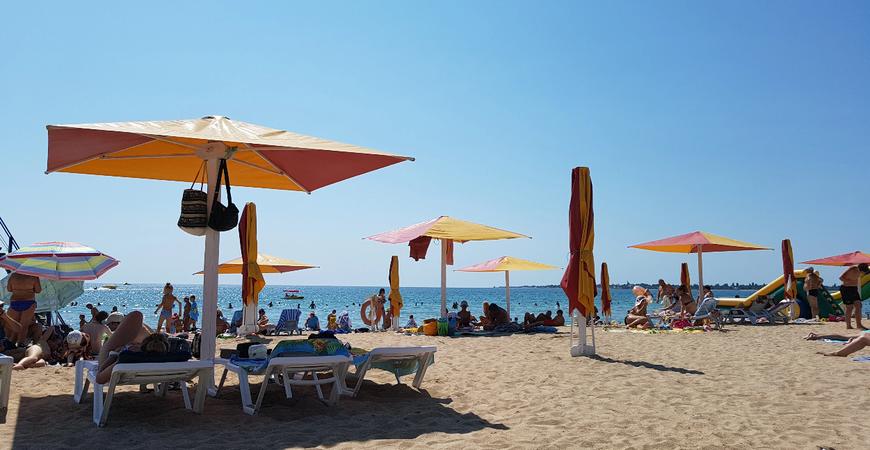 Пляж «Родничок» в Евпатории