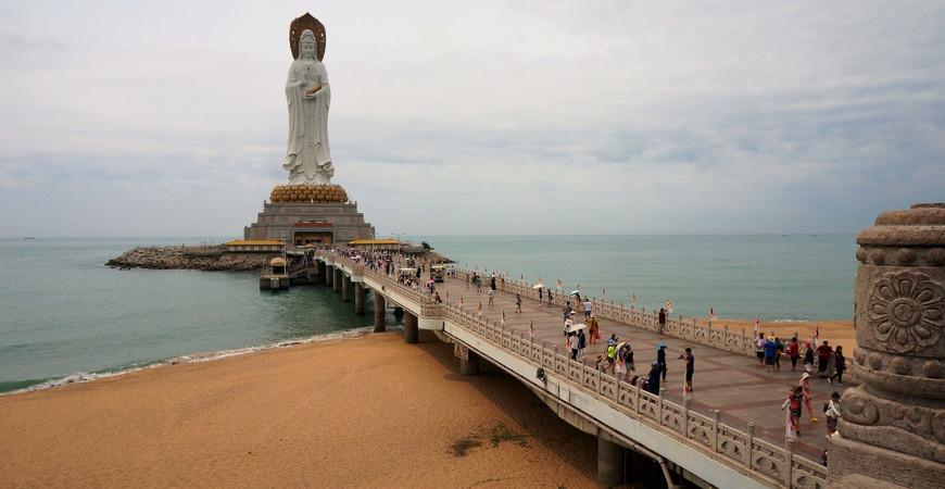 Статуя богини Гуань Инь в Санье