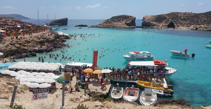 Пляж Голубая лагуна на Мальте