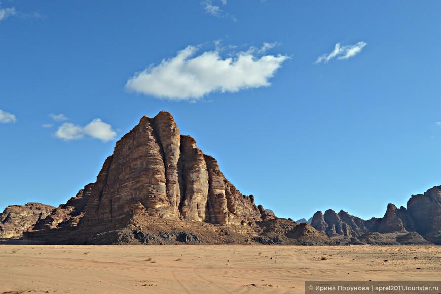 В отличие от Петры, поездку в пустыню Вади-Рам я не считала обязательной. Но путешествие превзошло все ожидания! Настоятельно рекомендую к посещению!