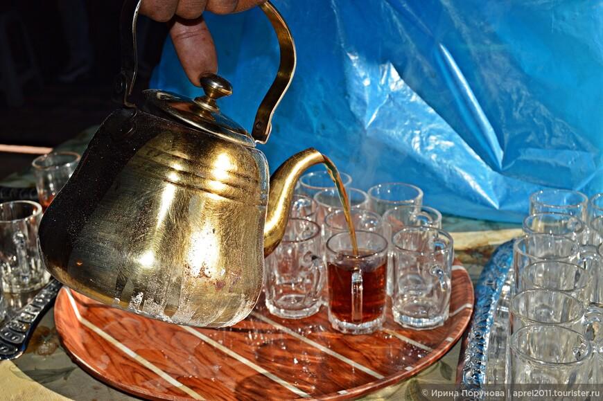 Бедуины очень гостеприимны, почти на каждой остановке предлагают горячий ароматный чай.