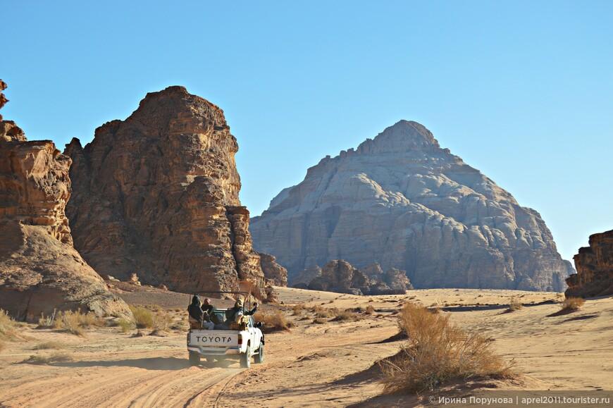 Историки утверждают, что Вади Рам образовалась в результате разлома земной коры, из гигантских кусков гранита и разрушенных горных хребтов песчаника.