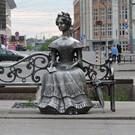 Статуя «Люба» в Омске