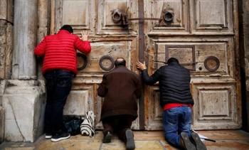 Храм Гроба Господня в Иерусалиме закрылся впервые за 118 лет