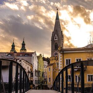Колокольня церкви св. Михаила (Torre Bianca) построена в 11 веке в романском стиле.