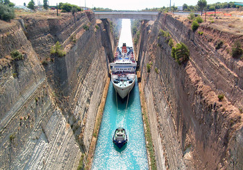 В Греции из-за оползня закрыли Коринфский канал