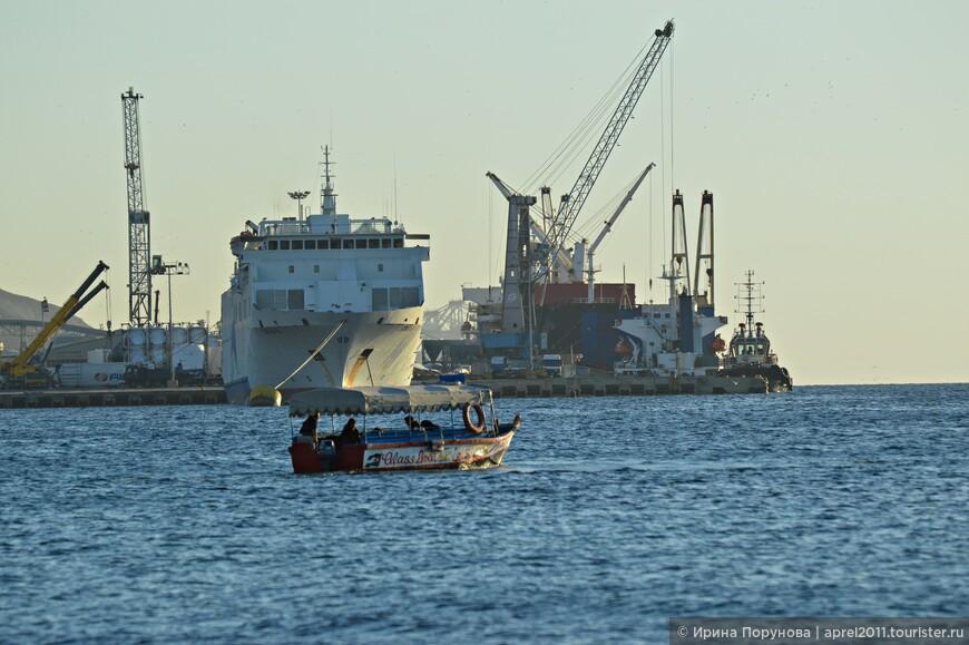 Портовые терминалы расположены вдоль всего побережья, один находится в непосредственной близости от городского пляжа.