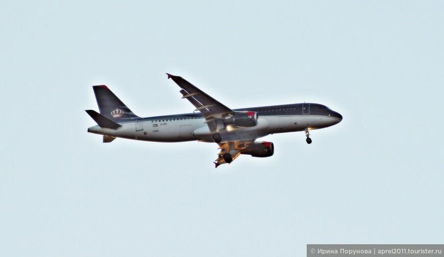 Самолет авиакомпании Иордании «Royal Jordanian». Подсмотрено в небе над Акабой