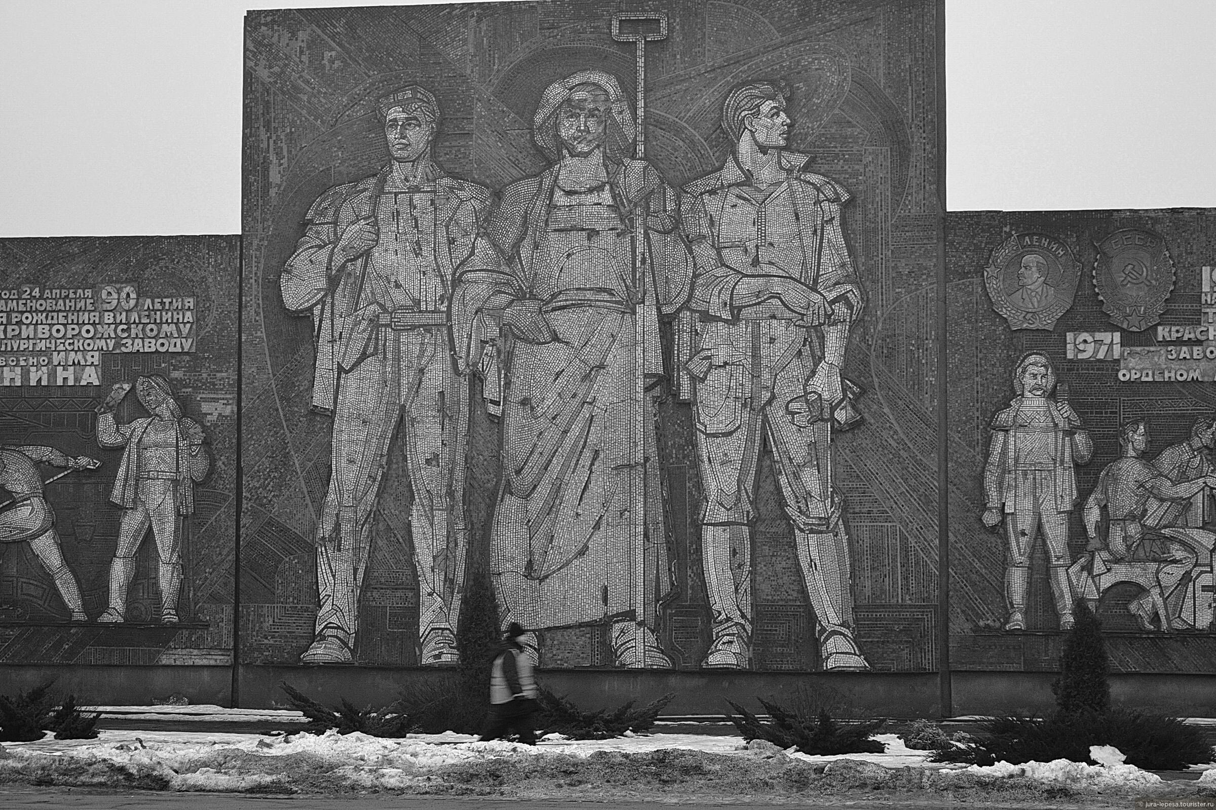 Днепр: Город, где мразям позволено гадить на Монумент Славы