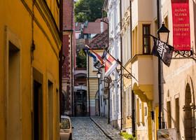 Практически отовсюду виднеется Братиславский град. На него мы поднимемся позже.