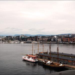 Вот такие виды открываются с стен крепости на Осло-фьорд да и на весь город вообще.