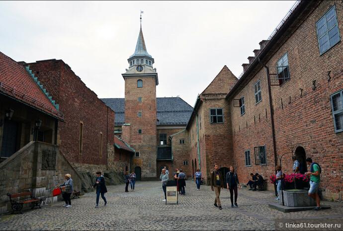 В середине 17 века крепость была перестроена  и приобрела новый облик в стиле ренессанс.